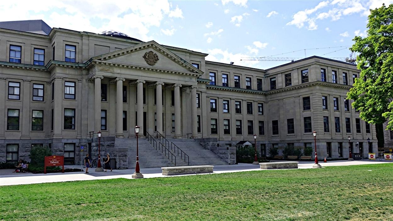Le pavillon Tabaret de l'Université d'Ottawa.
