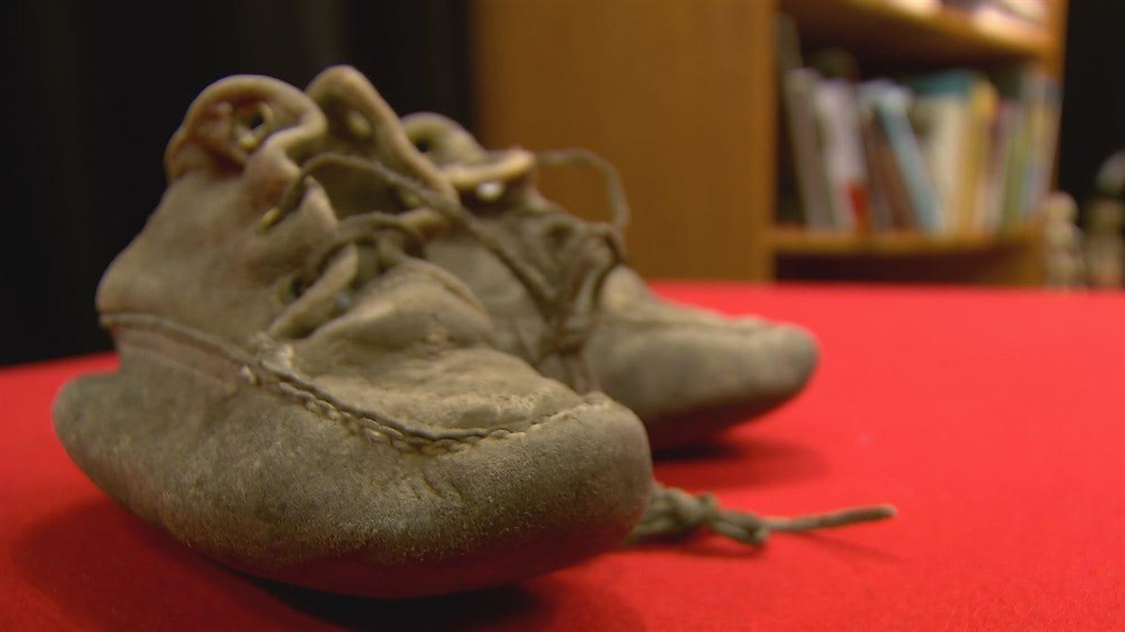 Des mocassins fabriqués par une Première Nation il y a plus de 60 ans ont été trouvés dans un magasin à Toronto et sont maintenant dans un musée.