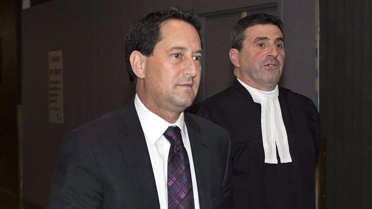 Michael Applebaum et son avocat Pierre Teasdale, en juin 2016 au palais de justice de Montréal