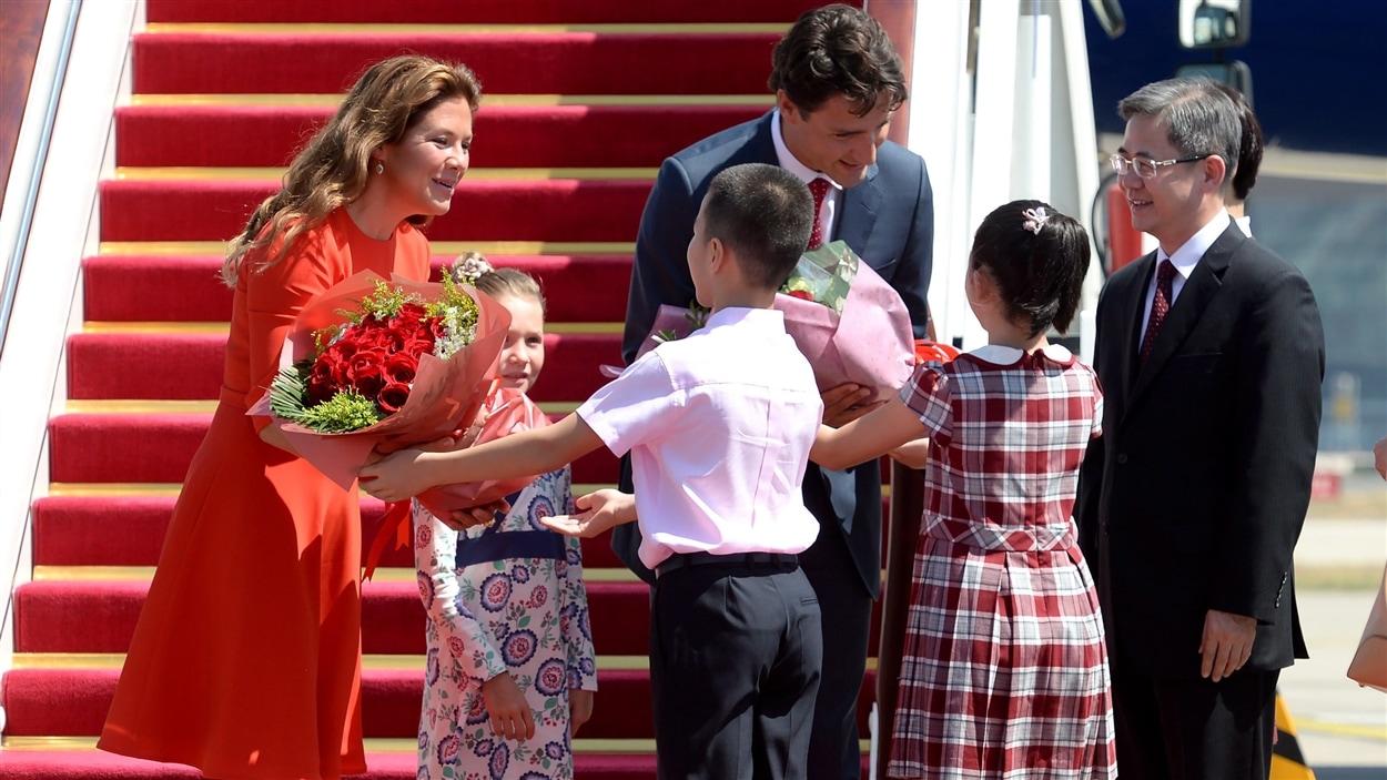 Les Trudeau ont été accueillis à leur arrivée en Chine.