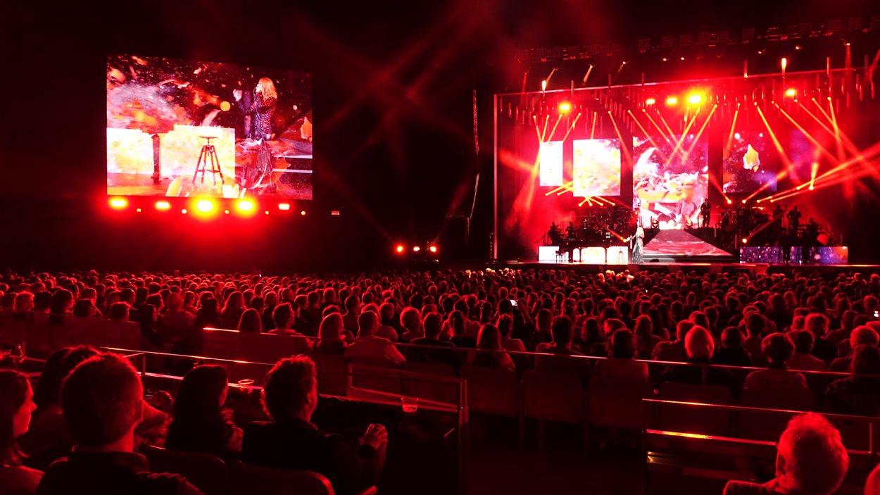 9000 personnes ont assisté au premier spectacle de Céline Dion à l'amphithéâtre Cogeco.