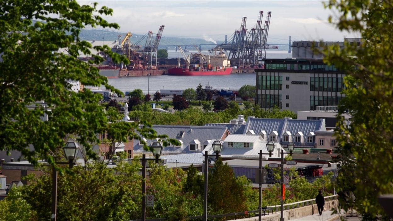 Le port de Québec vu de la Haute-Ville.