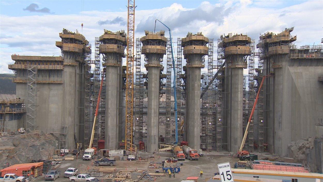 Immenses piliers en béton