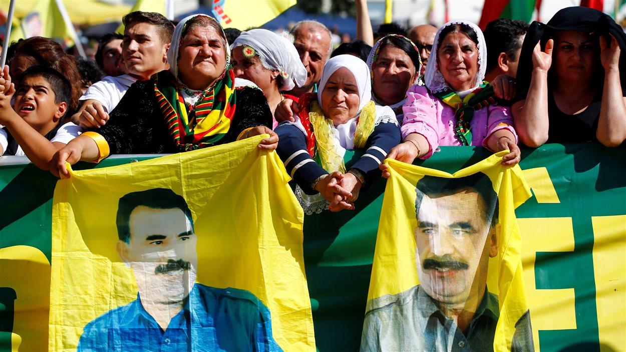 Des militants kurdes ont défilé à Cologne pour dénoncer la politique du président turc Recep Tayyip Erdogan.