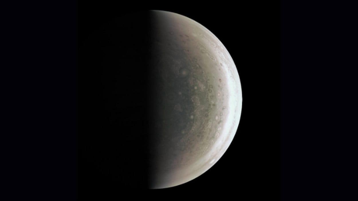 Image du pôle Sud de Jupiter, prise le 27 août 2016 par la sonde Juno.