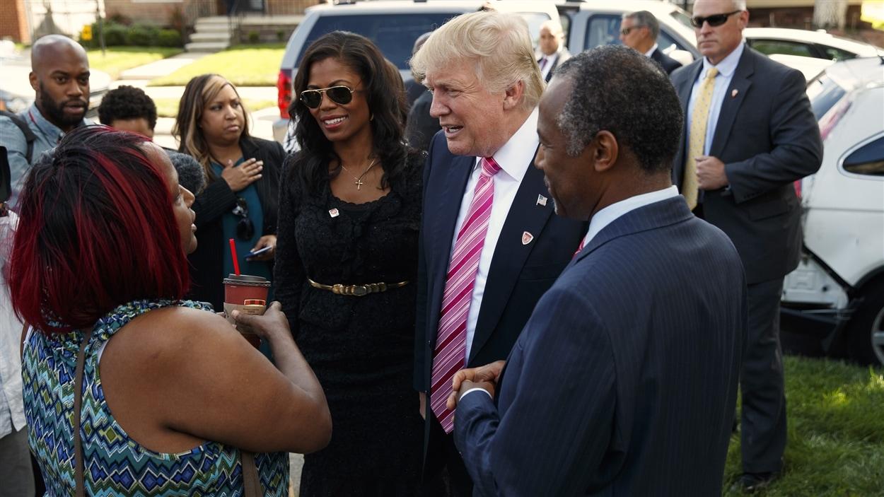Donald Trump s'entretient avec des électeurs à Detroit
