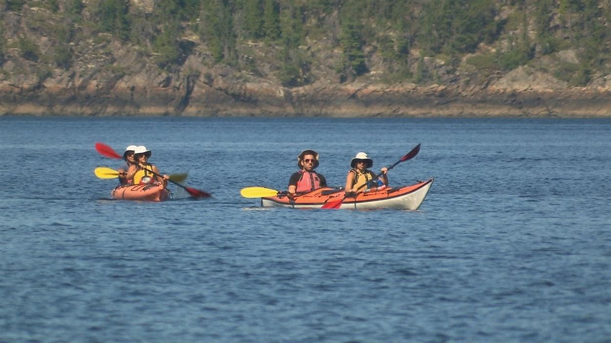 Des kayakistes à l'Anse-Saint-Jean
