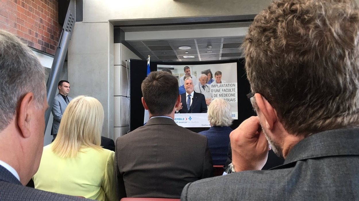 Le premier ministre Philippe Couillard a annoncé l'implantation d'une faculté de médecine à Gatineau.