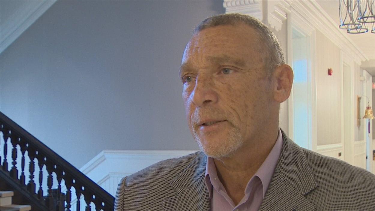 Le conseiller municipal responsable de la sécurité publique Ted Upshaw