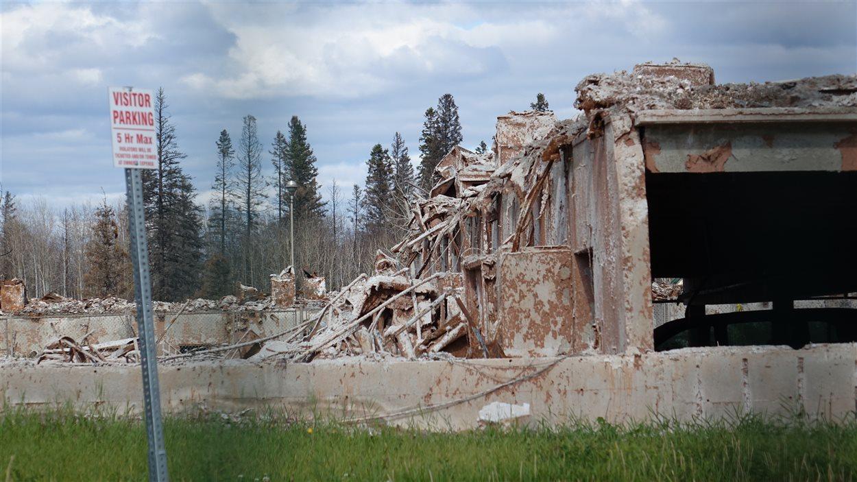 Un immeuble détruit du quartier Abasand à Fort McMurray.