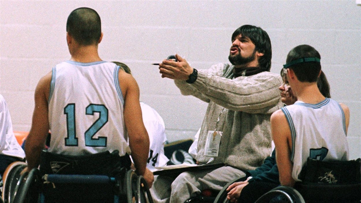 Brent Lakatos quand il jouait au basketball en fauteuil roulant