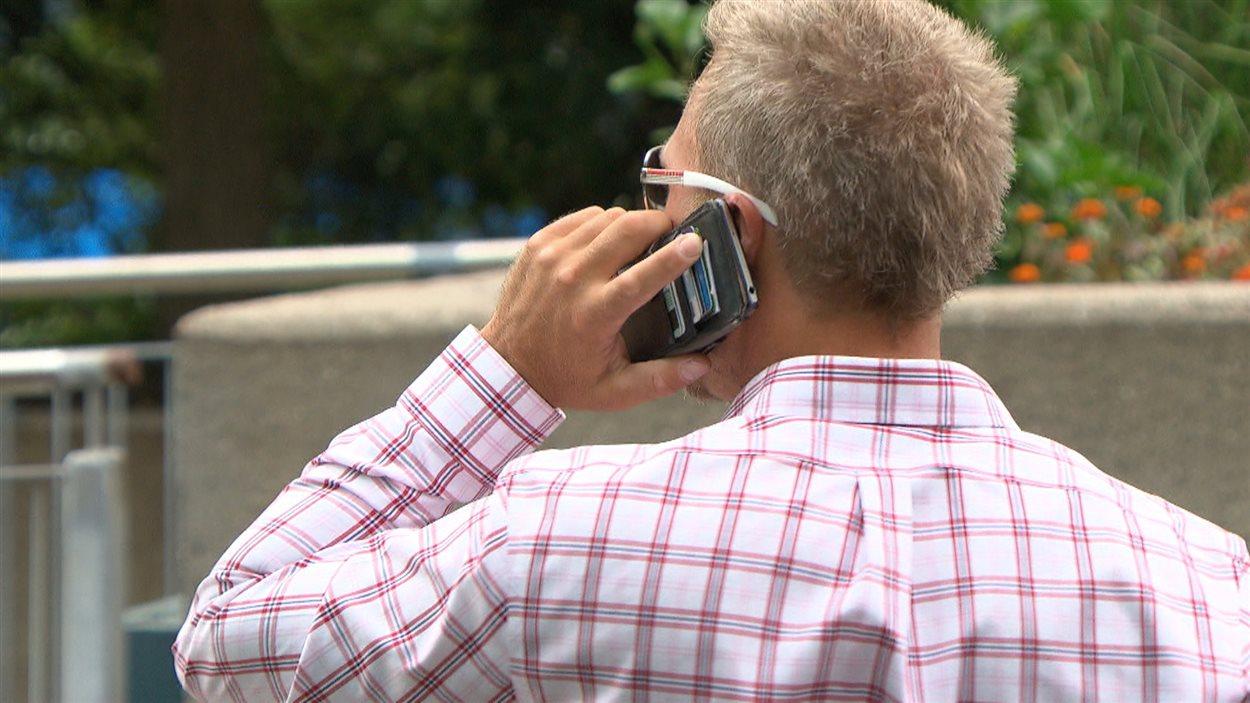 Les téléphones intelligents saisis peuvent contenir une mine de renseignements pour les services policiers.