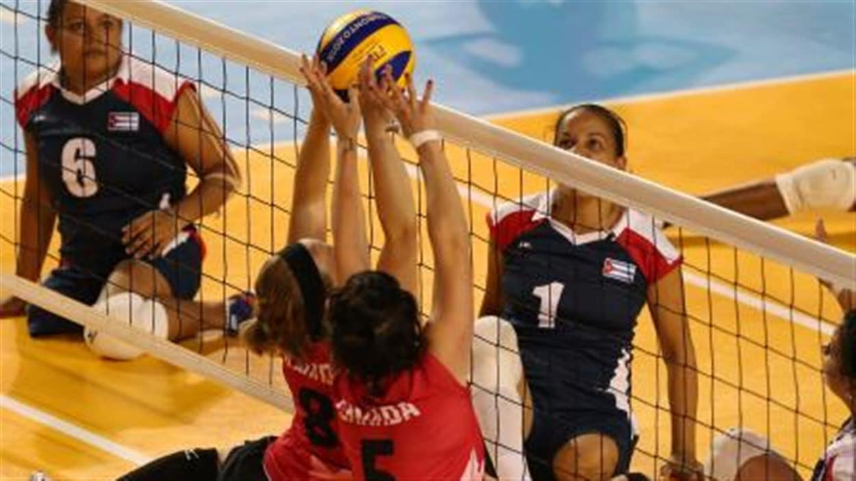 Les joueuses canadiennes de volleyball assis