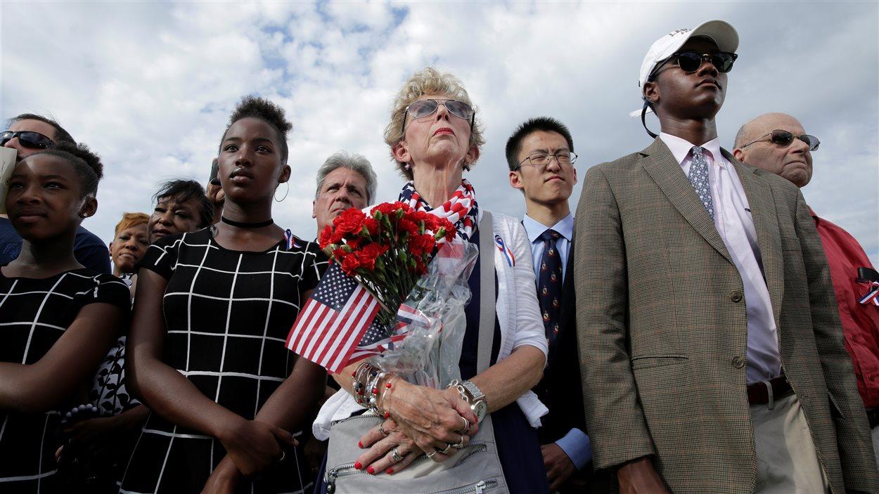Des centaines de personnes ont assisté à des commémorations à New York et aux quatre coins du pays.