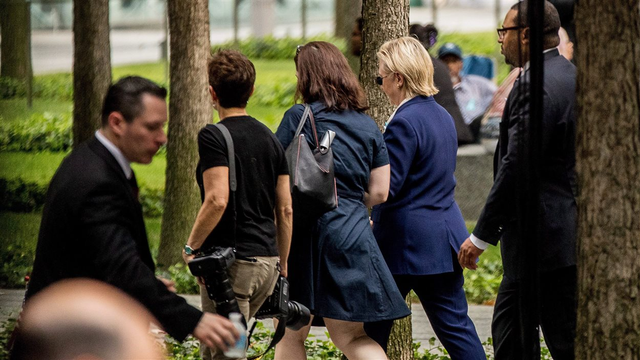 Hillary Clinton quitte une cérémonie commémorant les attentats du 11 Septembre après avoir subi un malaise.