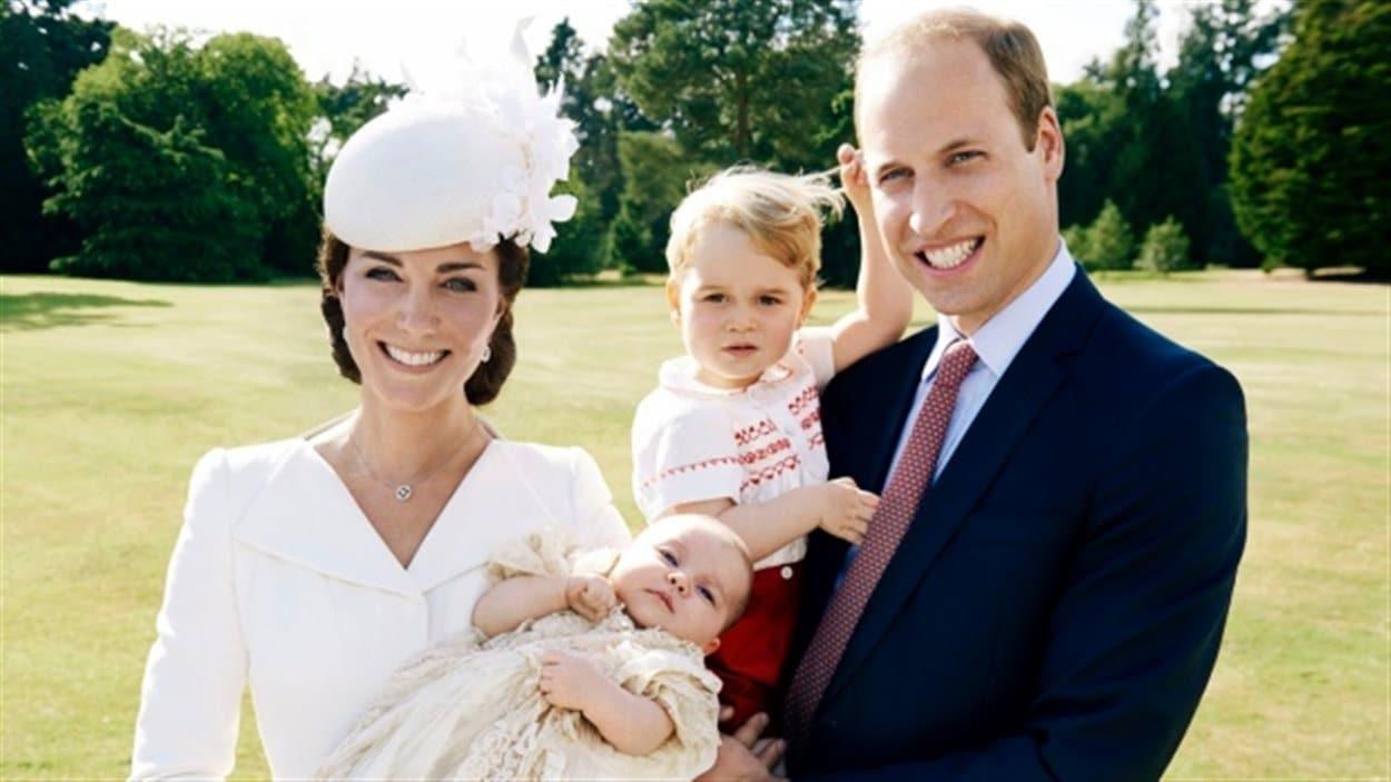 Le prince William, Kate Middleton et leurs deux enfants, le prince George et la princesse Charlotte.