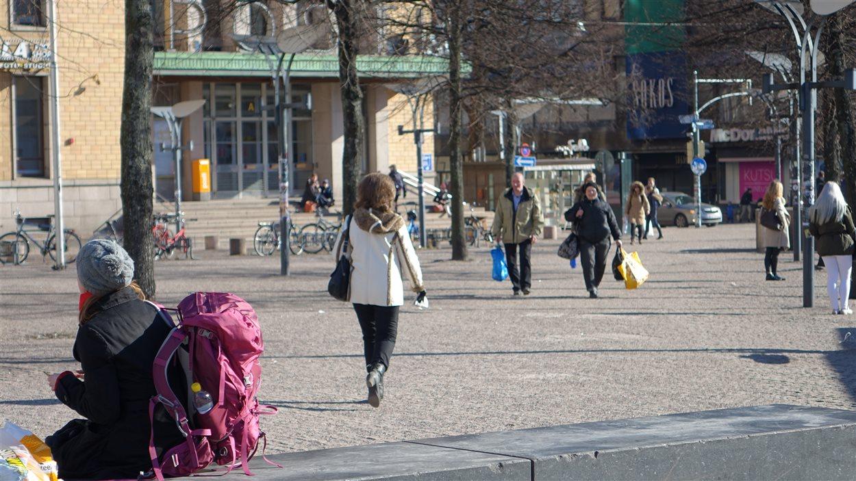 Des piétons à Helsinki.