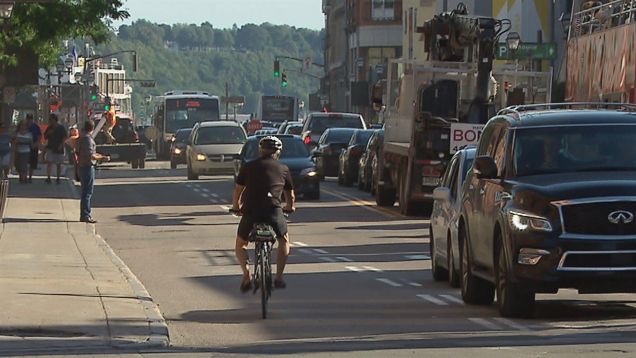 Le retrait de la piste cyclable temporaire sur la rue Dalhousie et la signalisation confuse donne des maux de tête aux cyclistes.