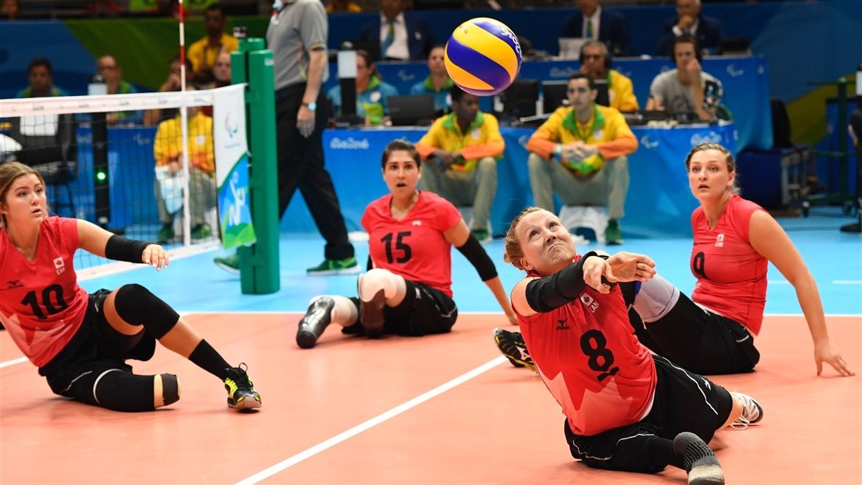 L'équipe canadienne de volleyball assis aux Jeux paralympiques de Rio