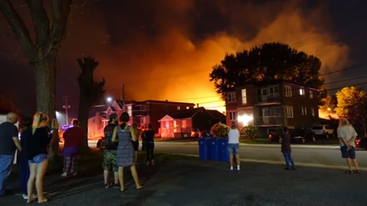 Des résidents à proximité ont été évacués.