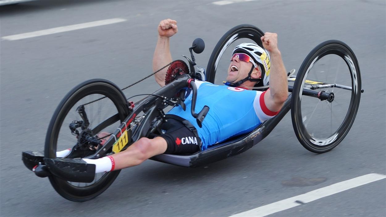 Charles Moreau célèbre sa 3e place.