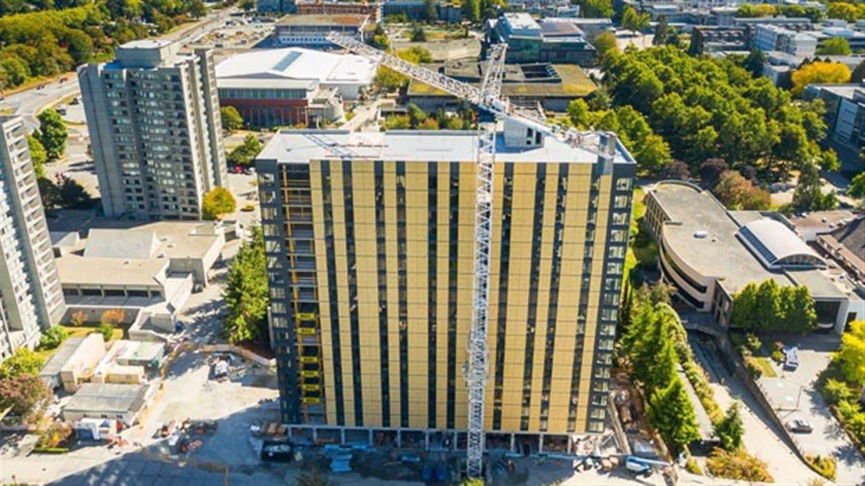 Le bâtiment Brock Commons en travaux sur le campus de l'Université de la Colombie-Britannique à Vancouver.