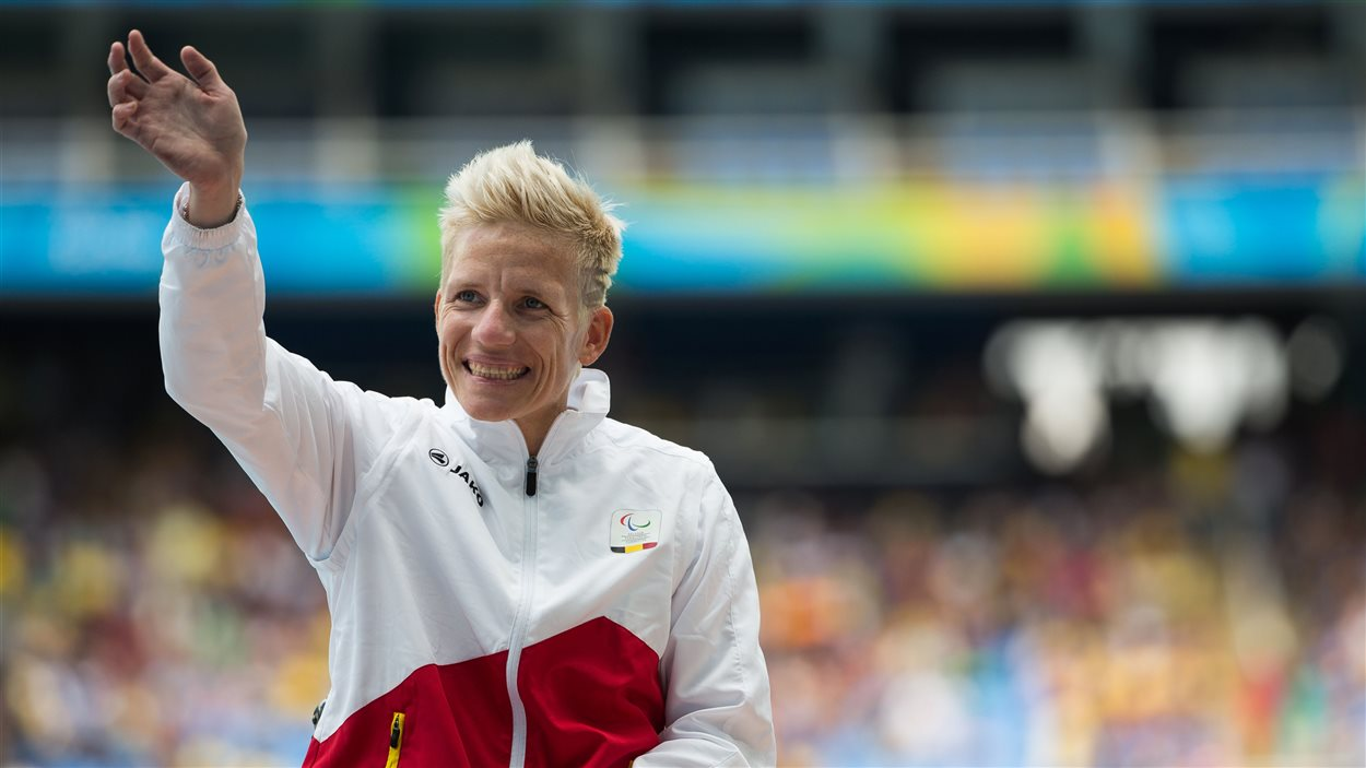 Marieke Vervoort sur le podium du 400 m T52 à Rio
