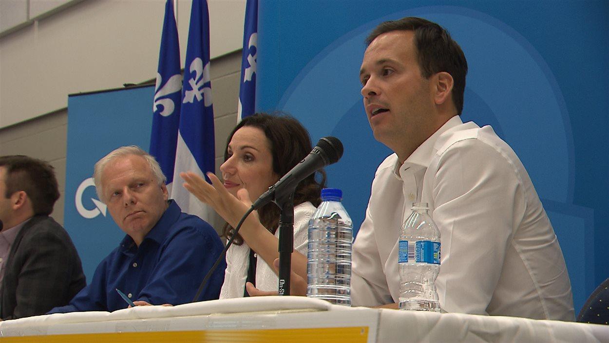 Alexandre Cloutier, Martine Ouellet et Jean-François Lisée ont rencontré des militants du PQ à Carignan.