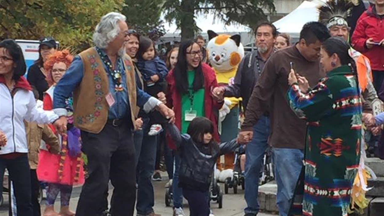 David Suzuki et des visiteurs du festival The Word On The Street 2016 à Saskatoon