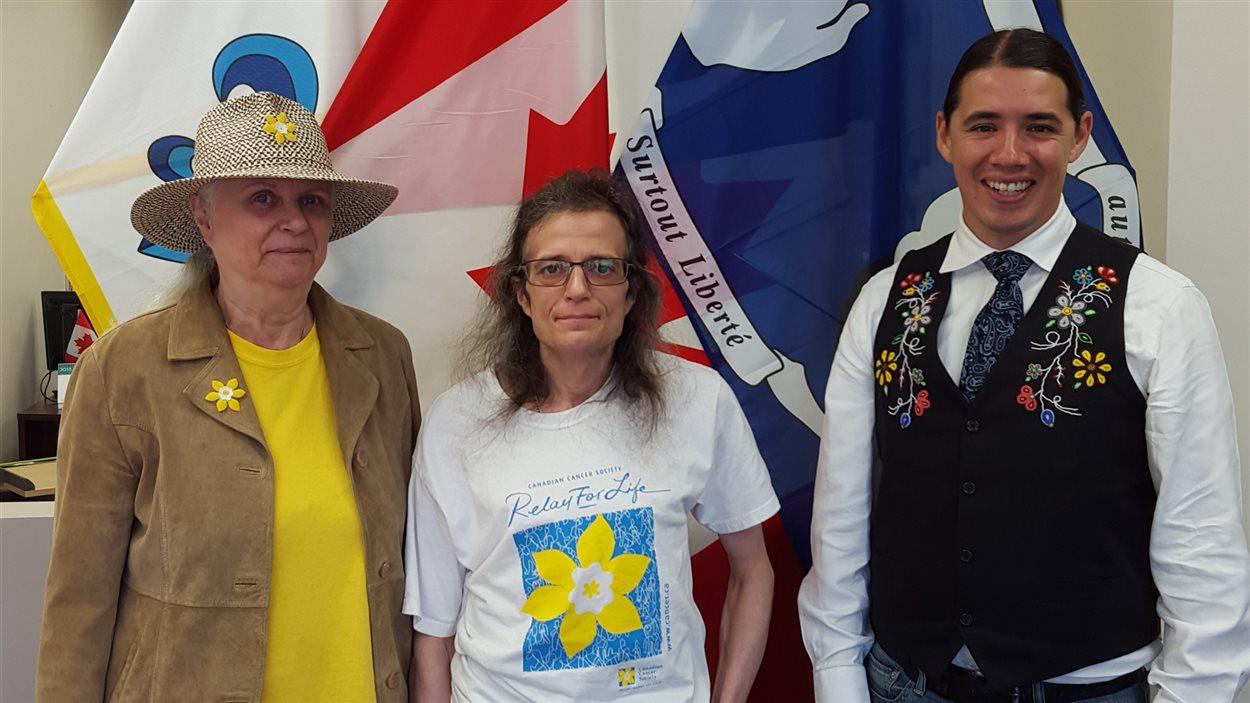 Collin Kennedy, avec sa mère Julia Berschley et le député fédéral Robert-Falcon Ouellette