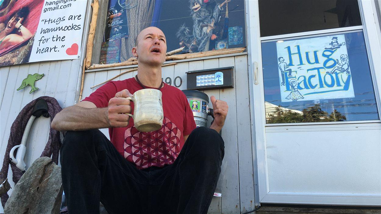 Cory Richardson, propriétaire d'un magasin de hamac sur la rue St-Georges