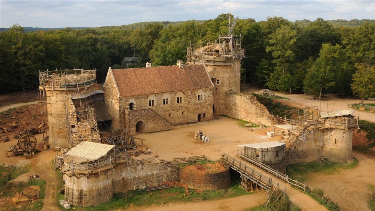 Vue du château de Guédelon