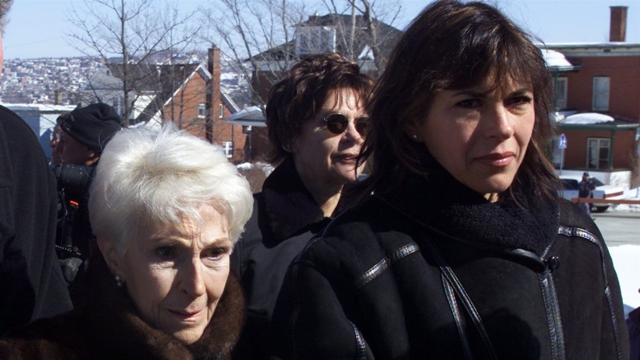 Janine Sutto avec sa fille Mireille Deyglun aux funérailles du comédien Jean Besré en 2001.
