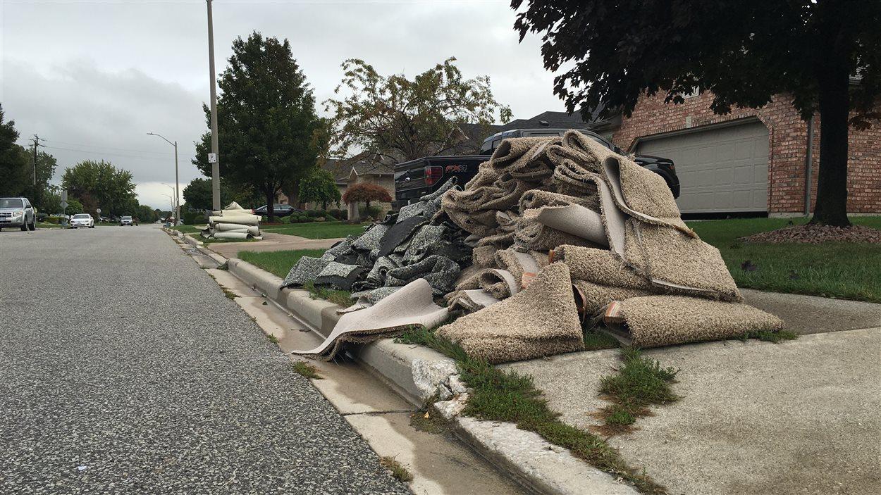 Le nettoyage va être long et pénible pour certains résidents.