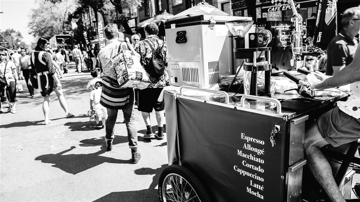 La Petite Italie, boulevard Saint-Laurent, photo tirée du livre Montréalissimo