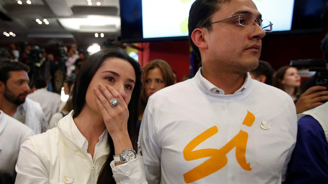 Des partisans du camp du oui sont étonnés par le résultat du référendum.
