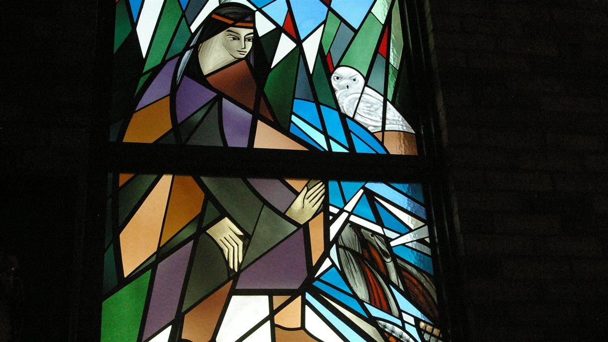 Un vitrail représentant l'Amérindienne Kateri Tekakwitha.
