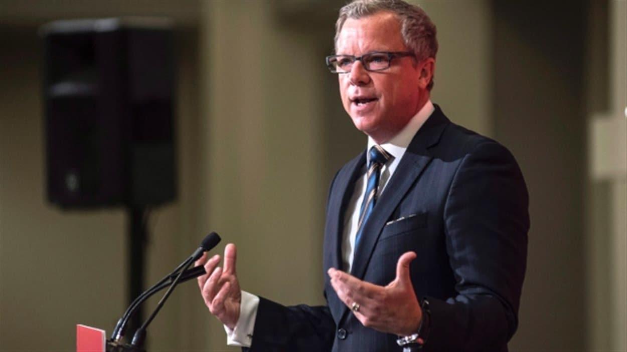 Le premier ministre de la Saskatchewan Brad Wall s'oppose vivement à la décision d'Ottawa d'imposer un prix sur le carbone.