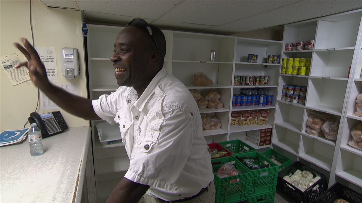 Pierre Nicolas dans la banque alimentaire du Centre familial Caldwell.
