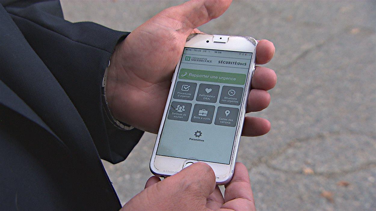 L'application Sécurité-UdeS sur un téléphone mobile