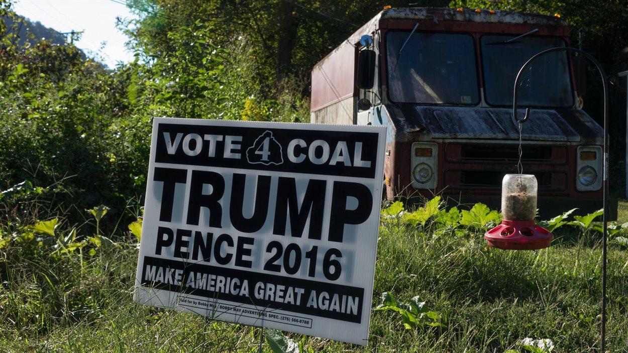 « Votez charbon », peut-on lire sur cette affiche, à Grundy, une ville minière en Virginie.