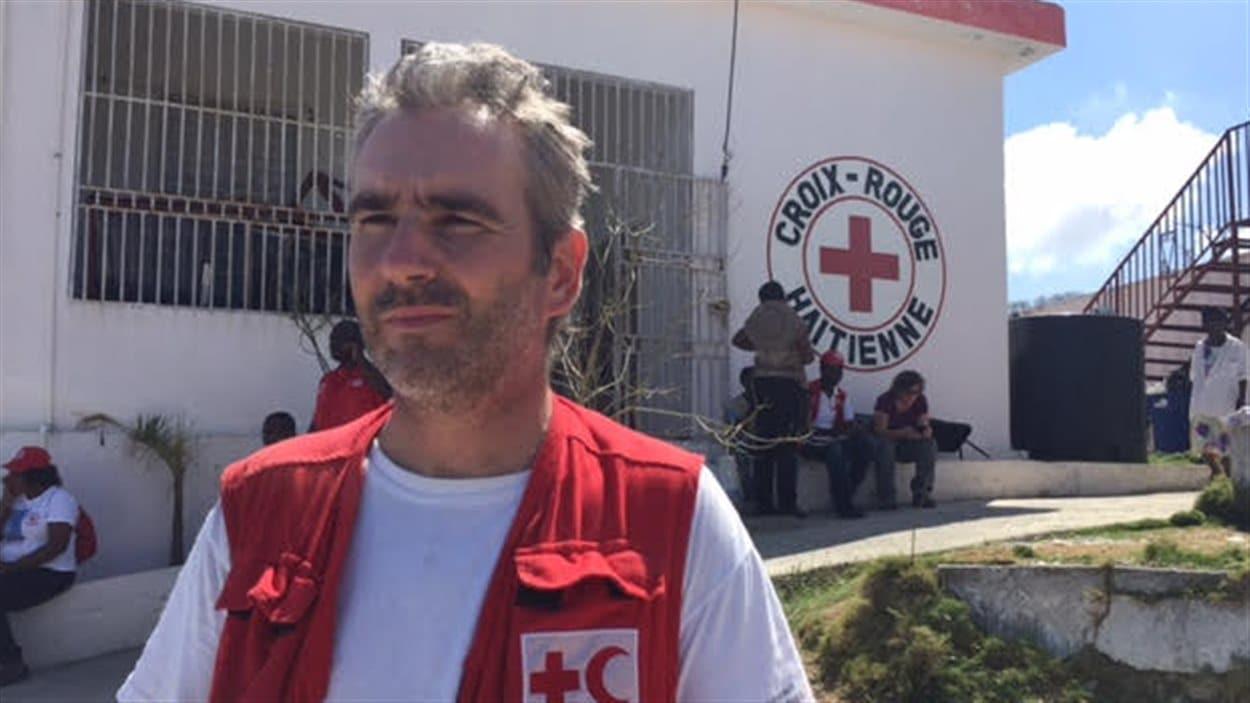 Stéphane de Rengervé représente la Croix-Rouge à Jérémie.
