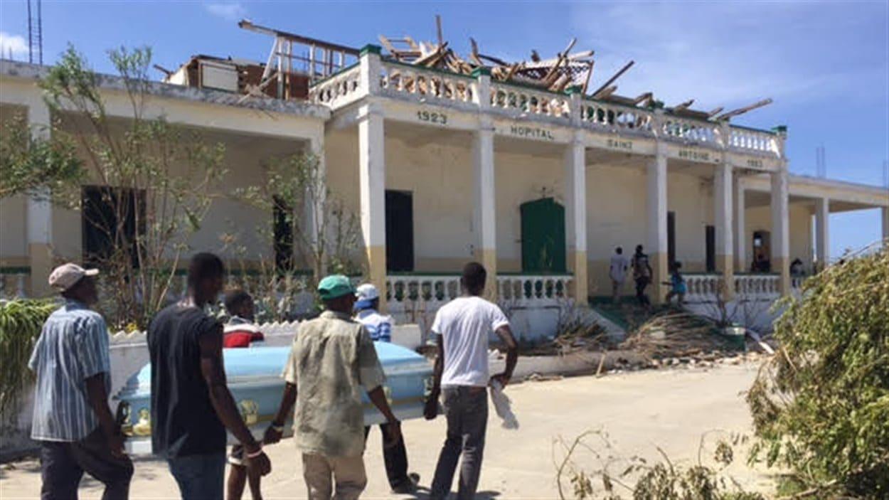 L'hôpital de Jérémie a lui aussi été abîmé par l'ouragan.