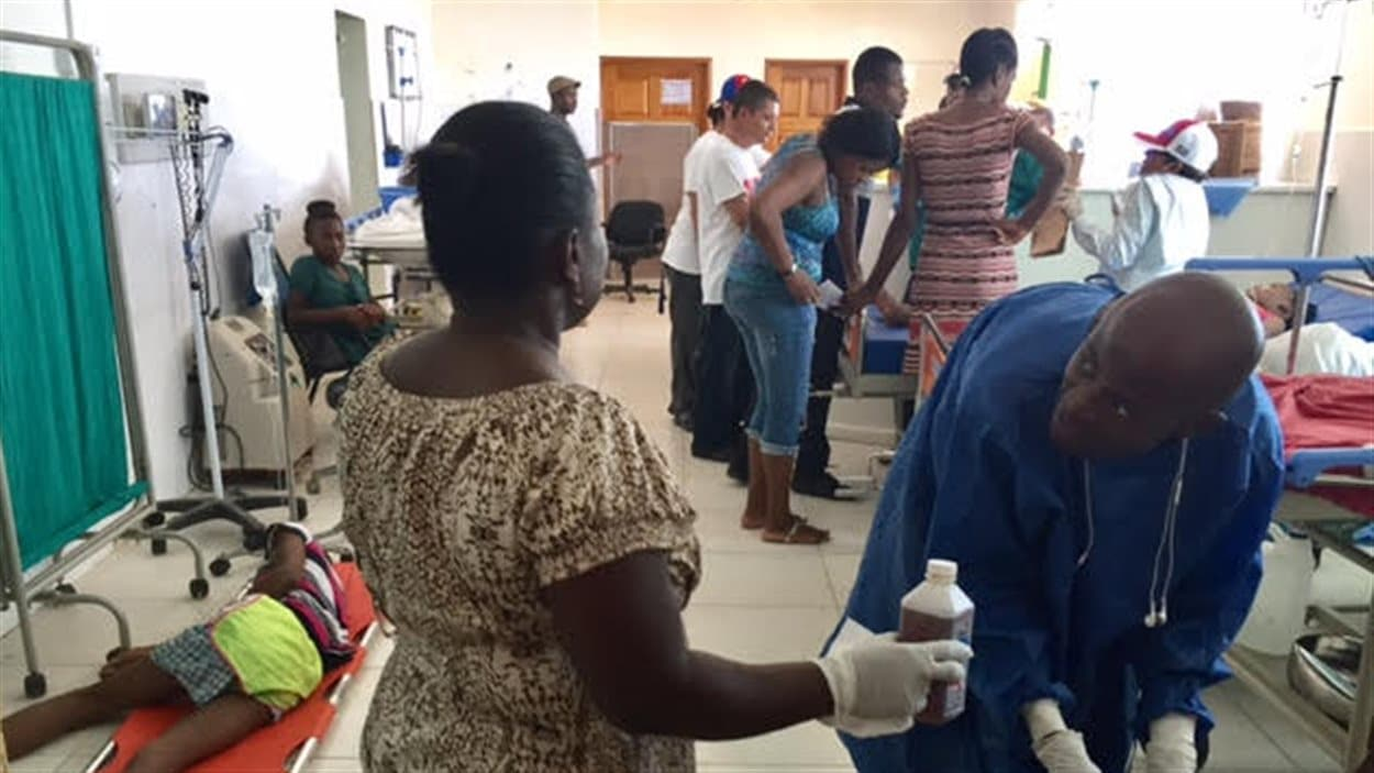 Le personnel de l'hôpital de Jérémie est débordé. Il n'y a qu'un seul médecin.