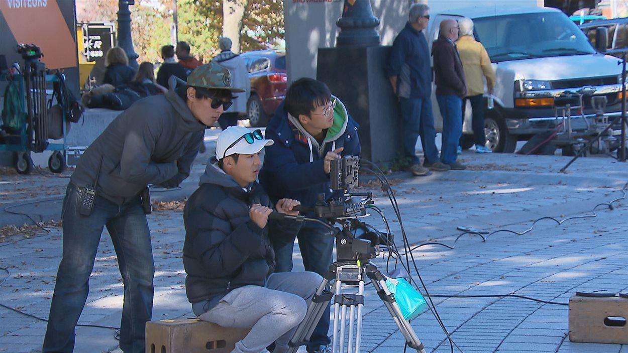 Trois membres de l'équipe de tournage