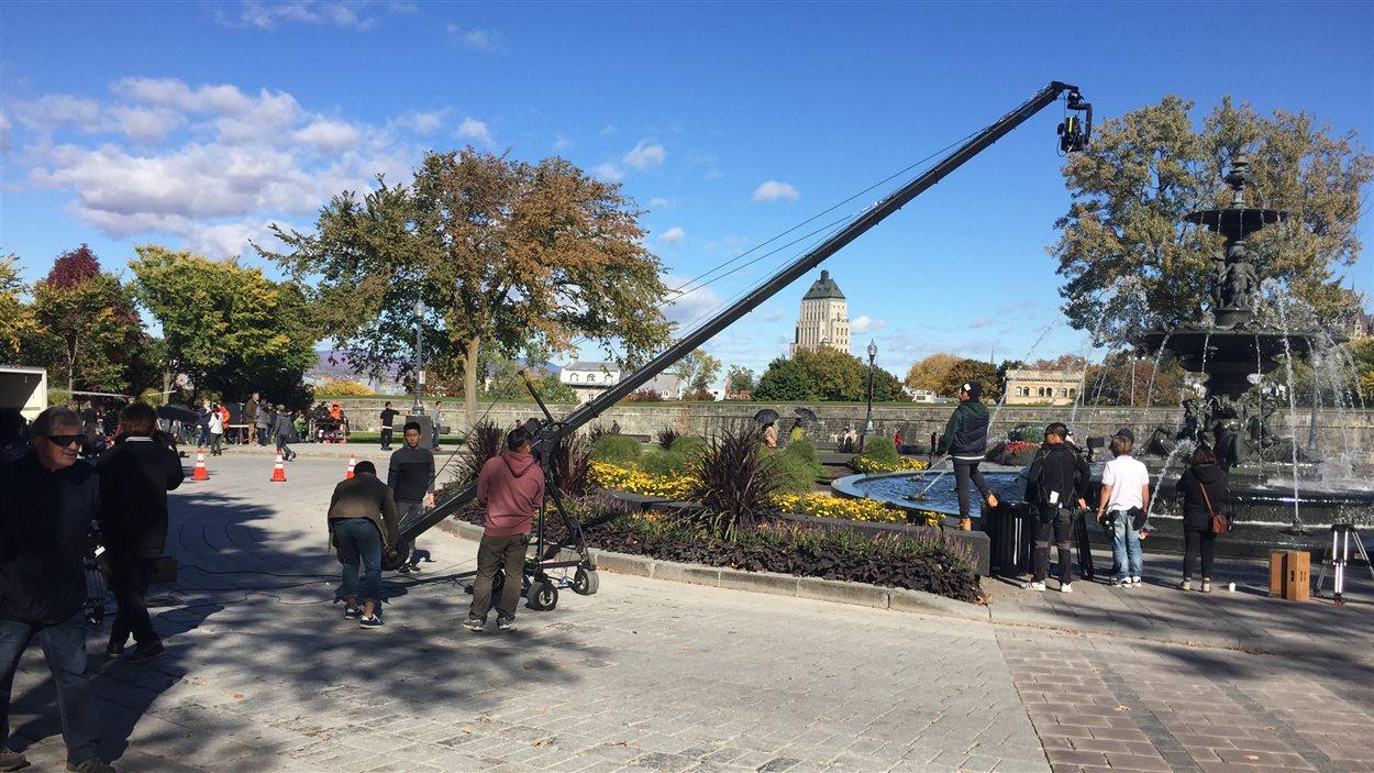 L'équipe de tournage était à l'oeuvre, mercredi, devant le parlement.