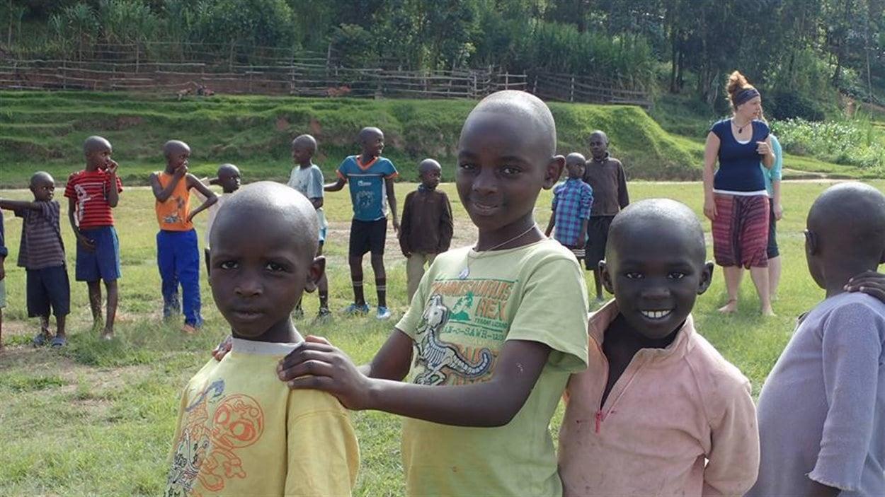 Des stagiaires canadiens travaillaient cet été avec L'AMIE, l'Aide internationale à l'enfance, pour soutenir des enfants en difficulté de Butare, au Rwanda