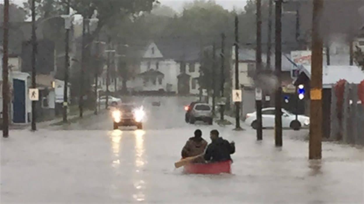 Environ 225 millimètres de pluie sont tombés à Sidney en Nouvelle-Écosse, selon Environnement Canada