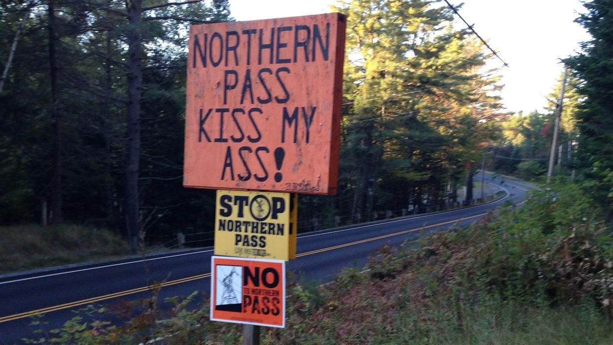 Affiches d'opposants au projet Northern Pass