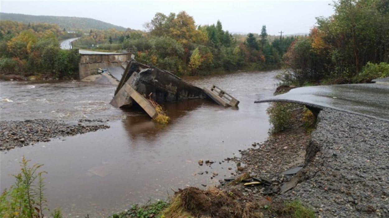 Le pont de St. Alban's a été détruit par la tempête.